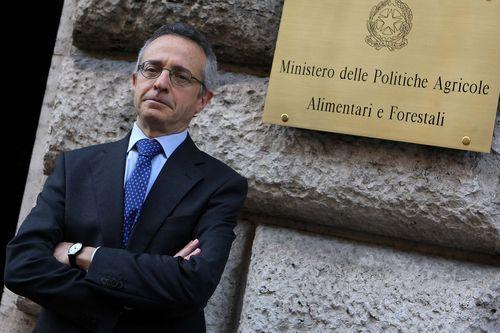 Il ministro dell'Agricoltura Catania incontra il Commissario Europeo Ciolos