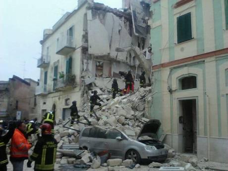 Crolla palazzina in centro Matera, ricerche dispersi