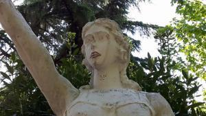 statua polla