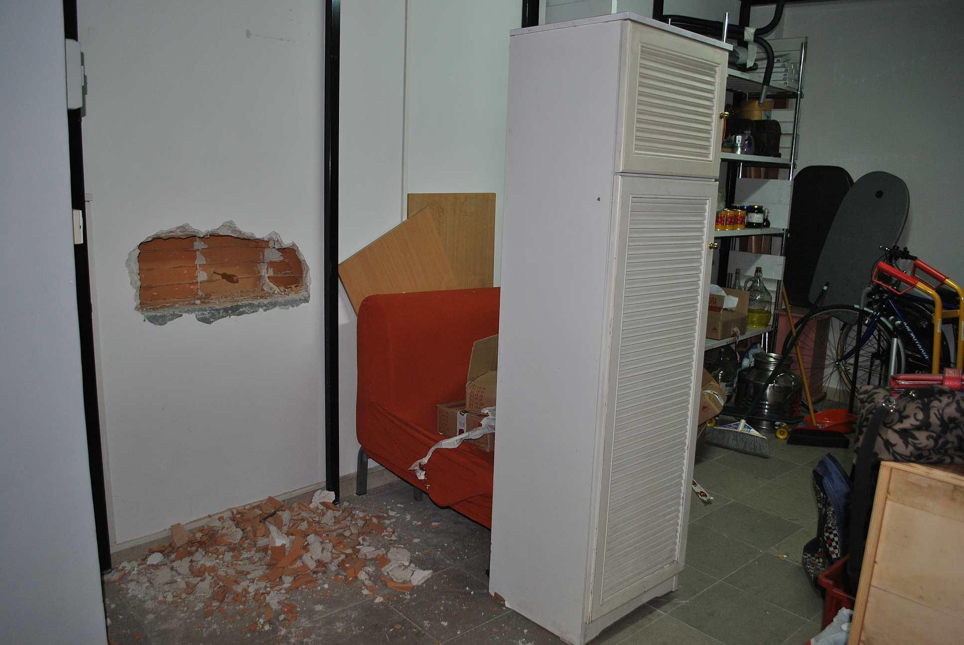 Salerno tentano di entrare nell 39 39 ufficio postale for Disegni di uffici di garage