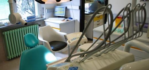 falso-dentista-770x439_c