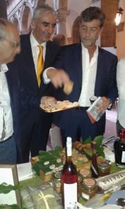 Presidente Confagricoltura assaggia fico bianco