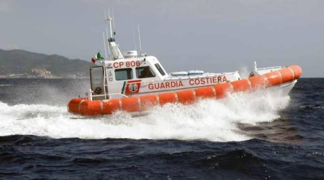 Spiaggia libera occupata abusivamente tra Palinuro e Pisciotta:operazione  della Guardia Costiera - Italia2Tv