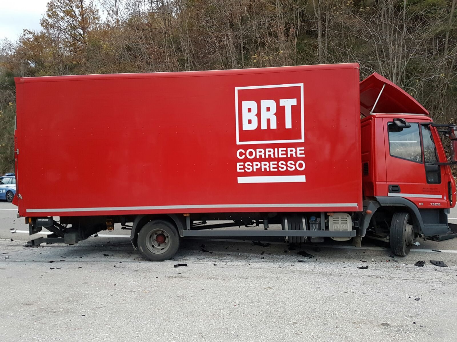 Lagonegro spaventoso incidente stradale auto impatta - Foto di grandi camion ...