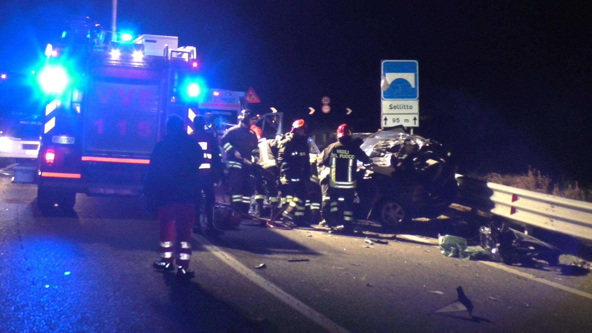 Atena Lucana (SA) - Grave incidente stradale, muoiono tre persone