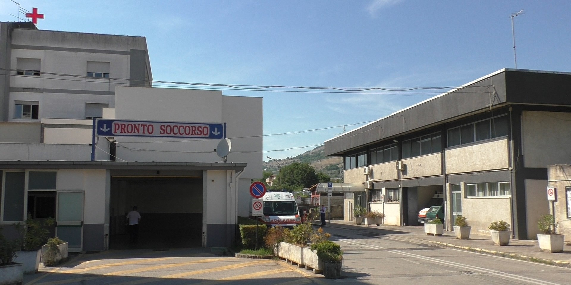 Ospedale di Polla, negli ultimi mesi assunti 14 medici specialisti: ecco  chi sono - Italia2Tv