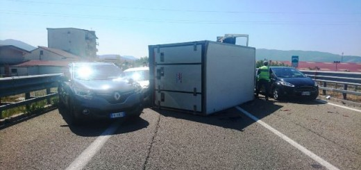 furgone ribaltato