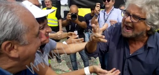 BEPPE GRILLO ATTIVISTI M5S SALA CONSILINA BATTUTA