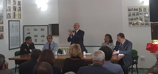 Vincenzo De Luca a porte chiuse ospedale Polla