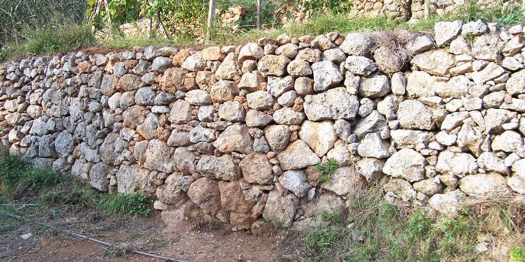 Muri a secco e muri di gomma il codacons vallo di diano for Immagini di entrate di ville