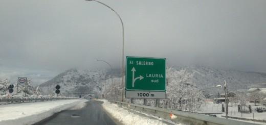 autostrada innevata