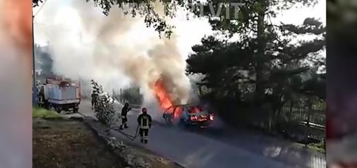 auto in fiamme certosa padula