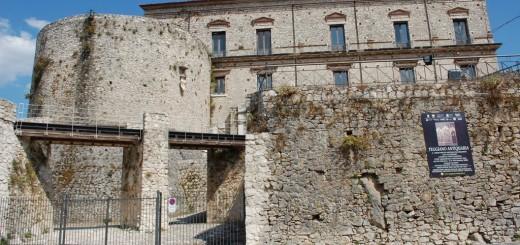 Castello_Macchiaroli_Teggiano_Antiquaria