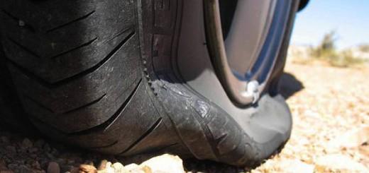 Kit-riparazione-gomme-come-riparare-uno-pneumatico-forato-con-il-kit