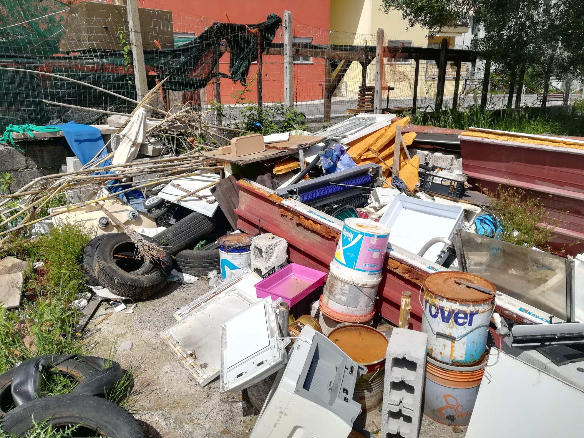 Discarica abusiva a Sapri: sequestrata un'area di 1.000 mq e tre persone  denunciate - Italia2Tv