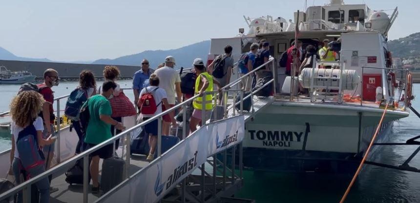 Attivato aliscafo Sapri-Isole Eolie: il servizio di Alicost in  collaborazione con il Comune di Sapri, Italo e Autolinee Curcio - Italia2Tv